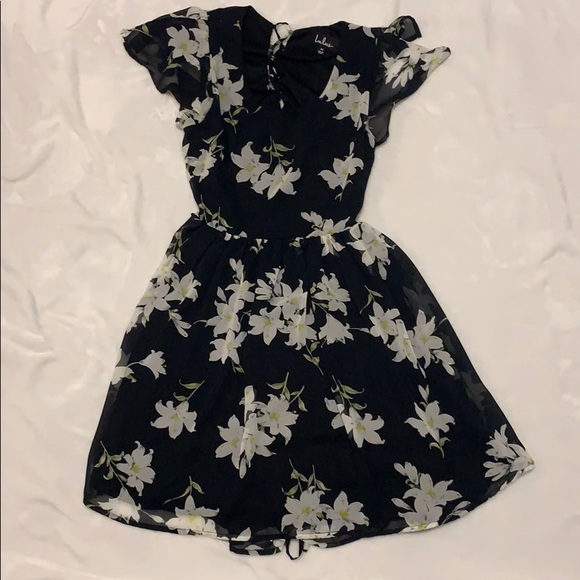 Lulu's Dresses & Skirts - Black Flower Flowy Lulu's Dress with flowers